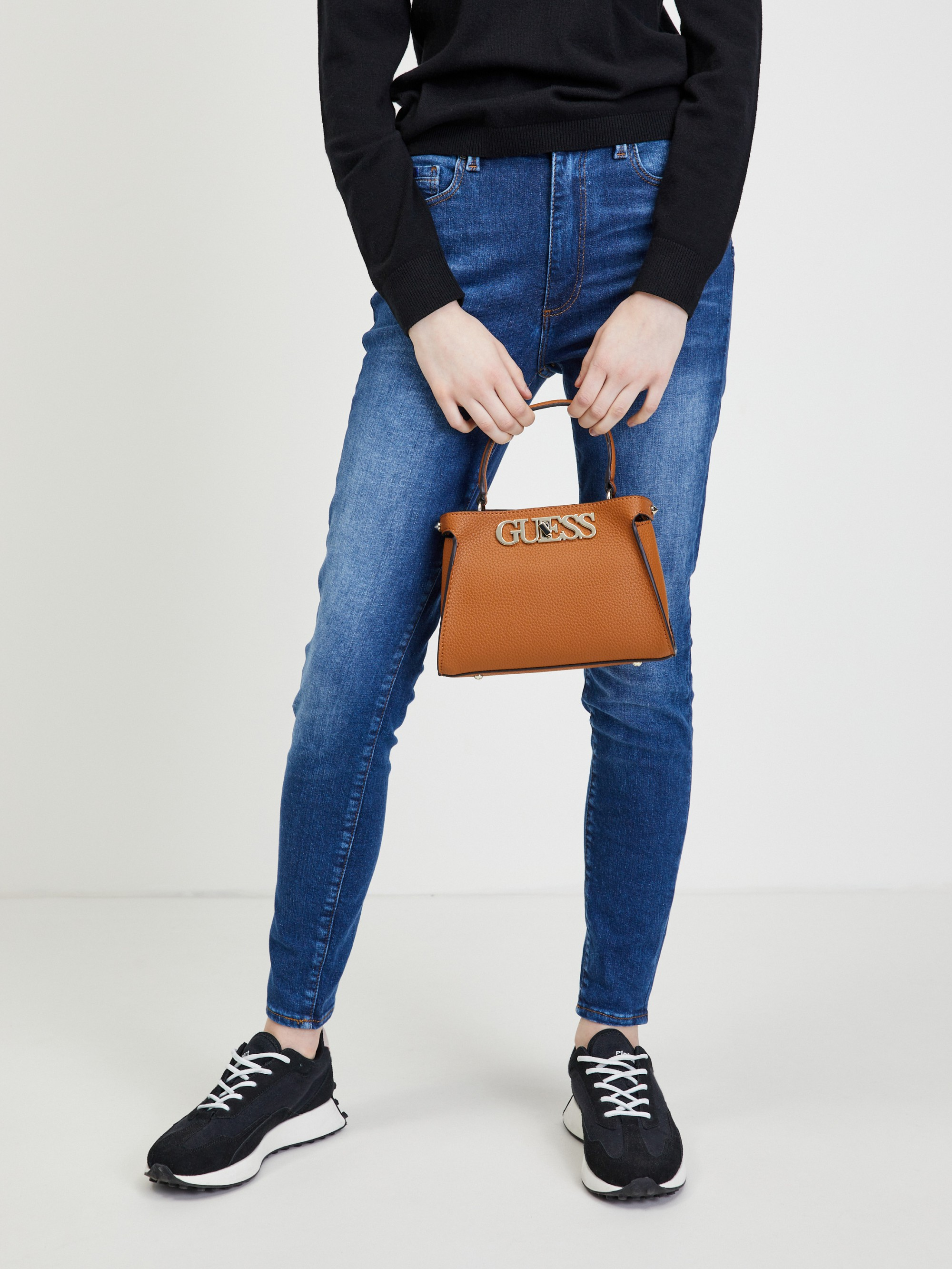 Guess rjava torbica Uptown Chic Small