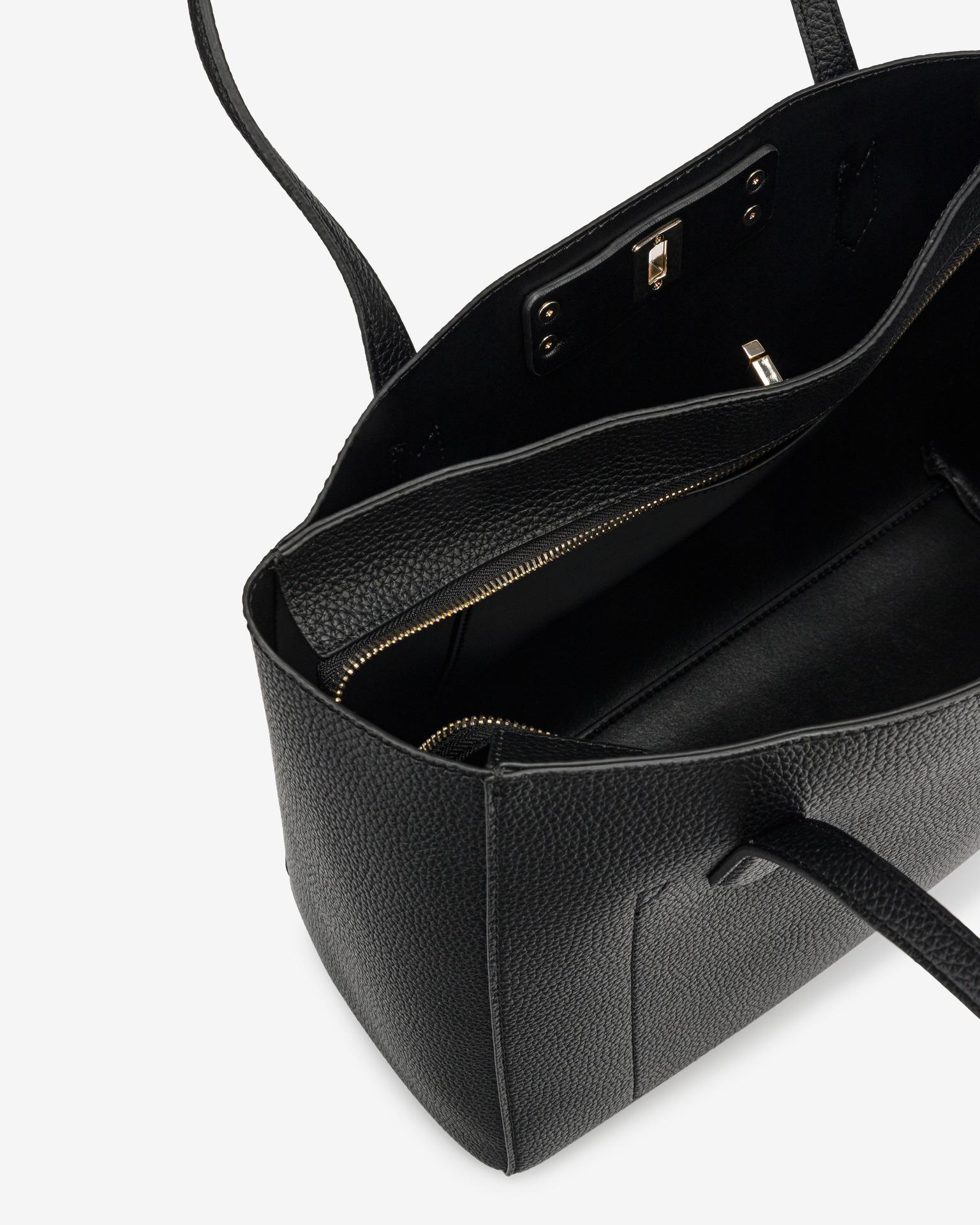 Guess črna torbica Uptown Chic Elite