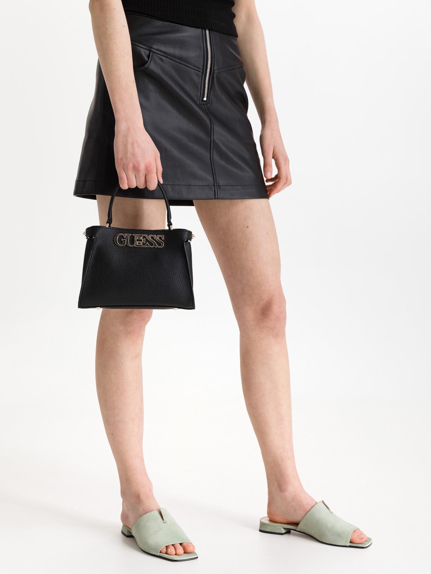 Guess črna torbica Uptown Chic Small