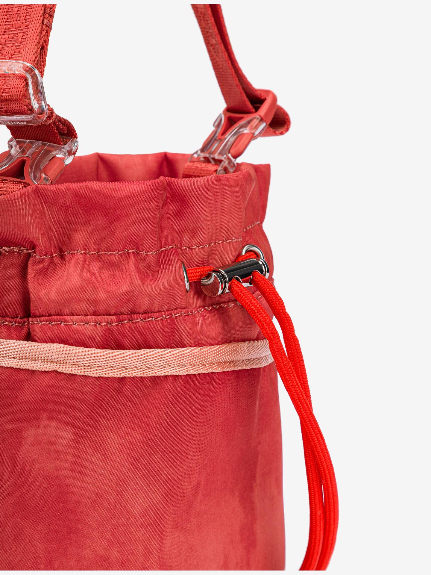 Converse rdeča crossbody torba Mini Bucket