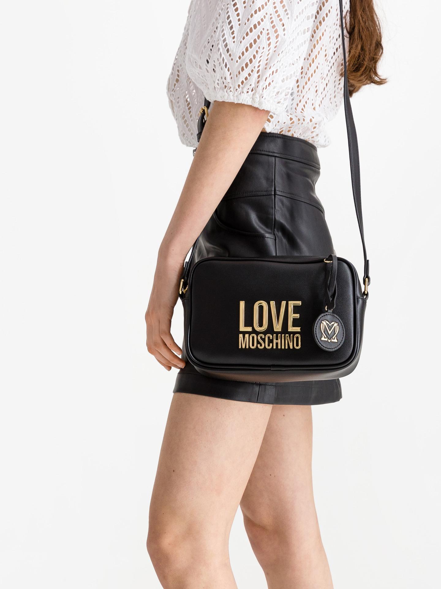 Love Moschino črna crossbody torbica