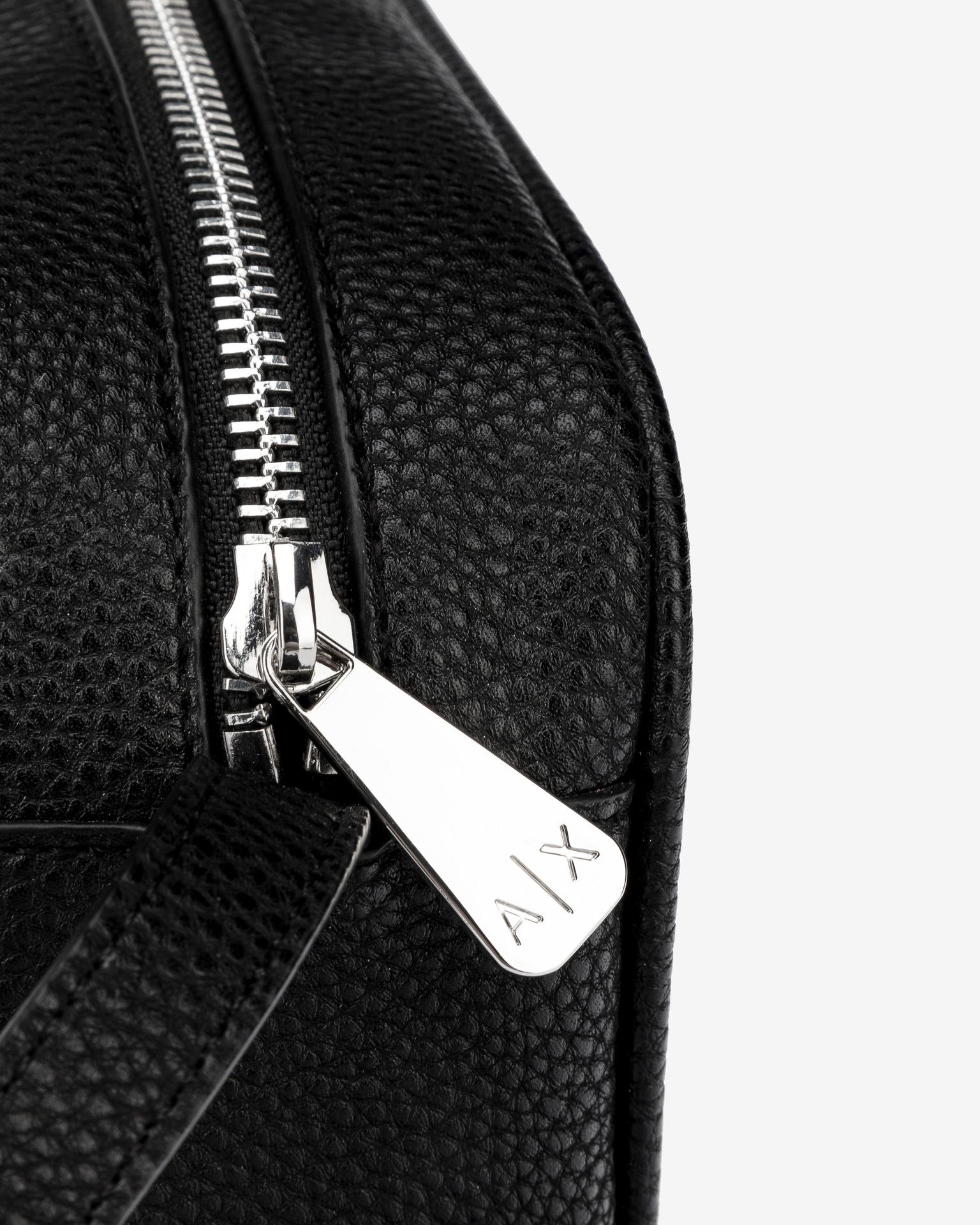 Armani Exchange črna crossbody torba