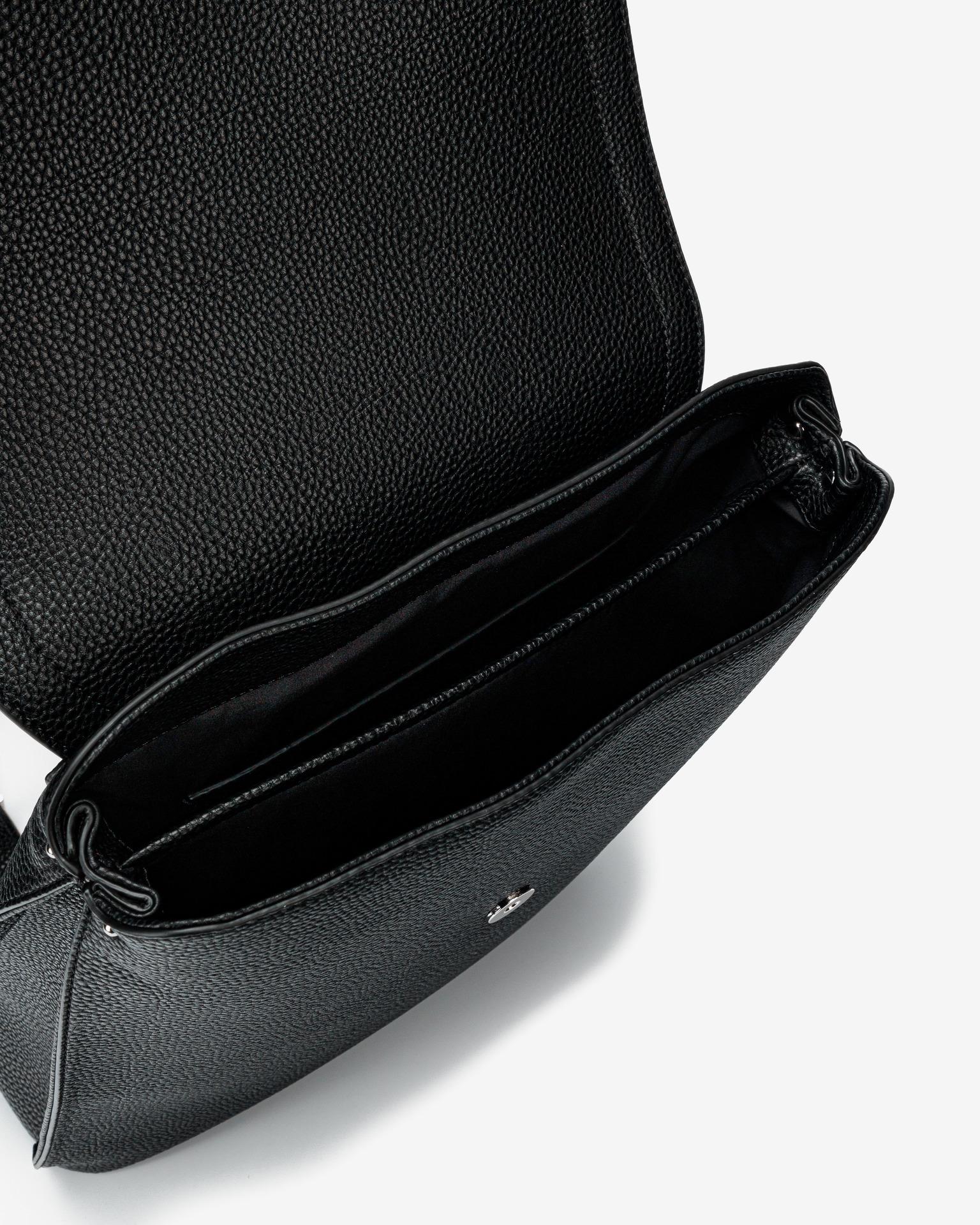 Calvin Klein črna nahrbtnik Flap