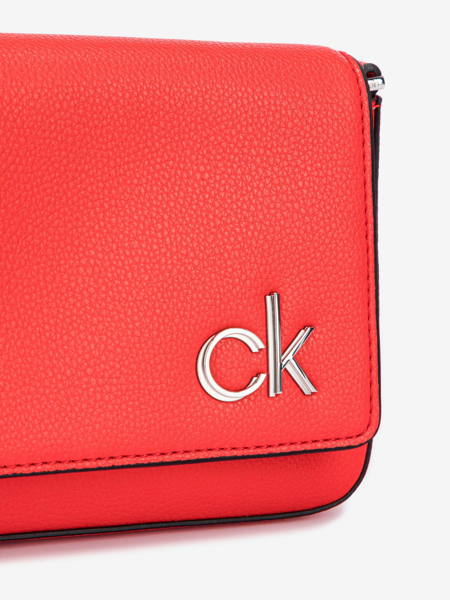 Calvin Klein rdeča crossbody torbica Ew Flap