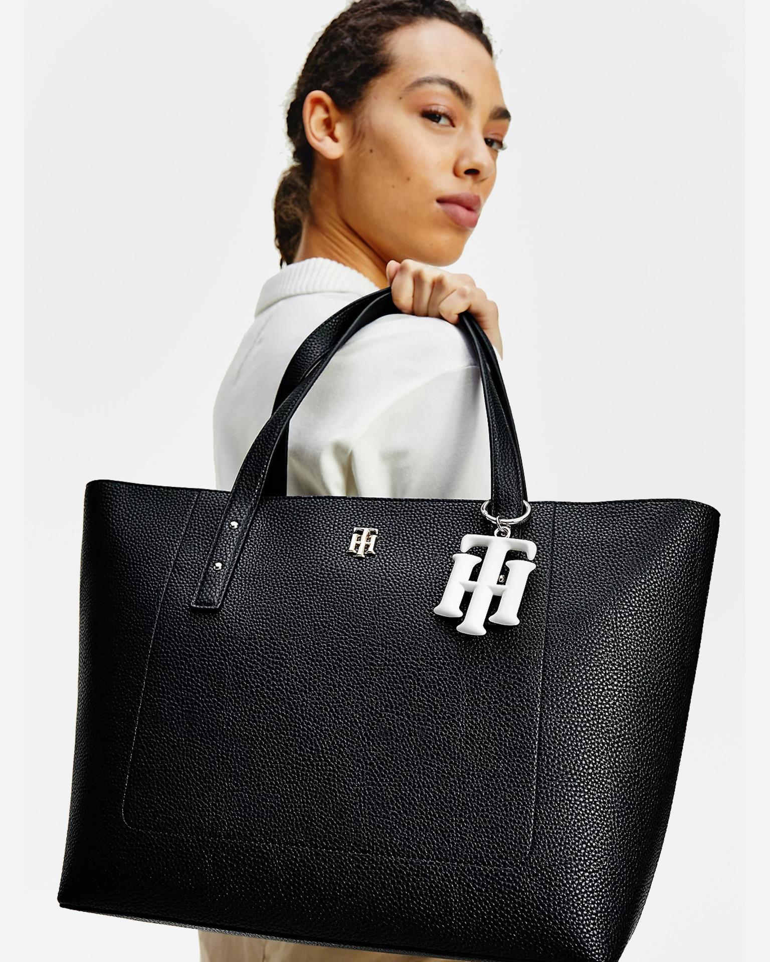 Tommy Hilfiger modra torbica TH Soft