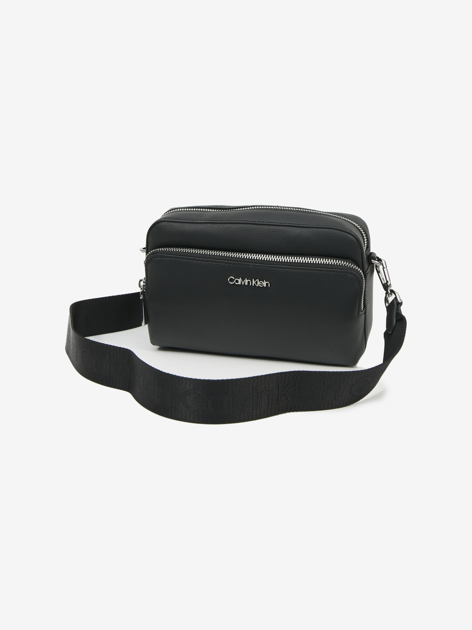 Calvin Klein črna usnjena crossbody torbica Must Camera