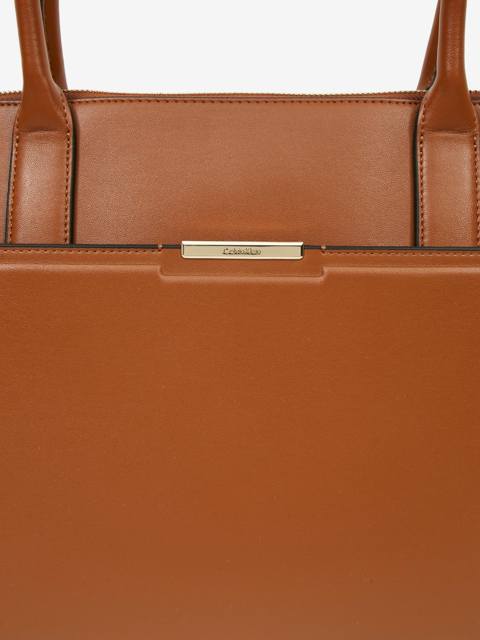Calvin Klein rjava torbica Focused Medium