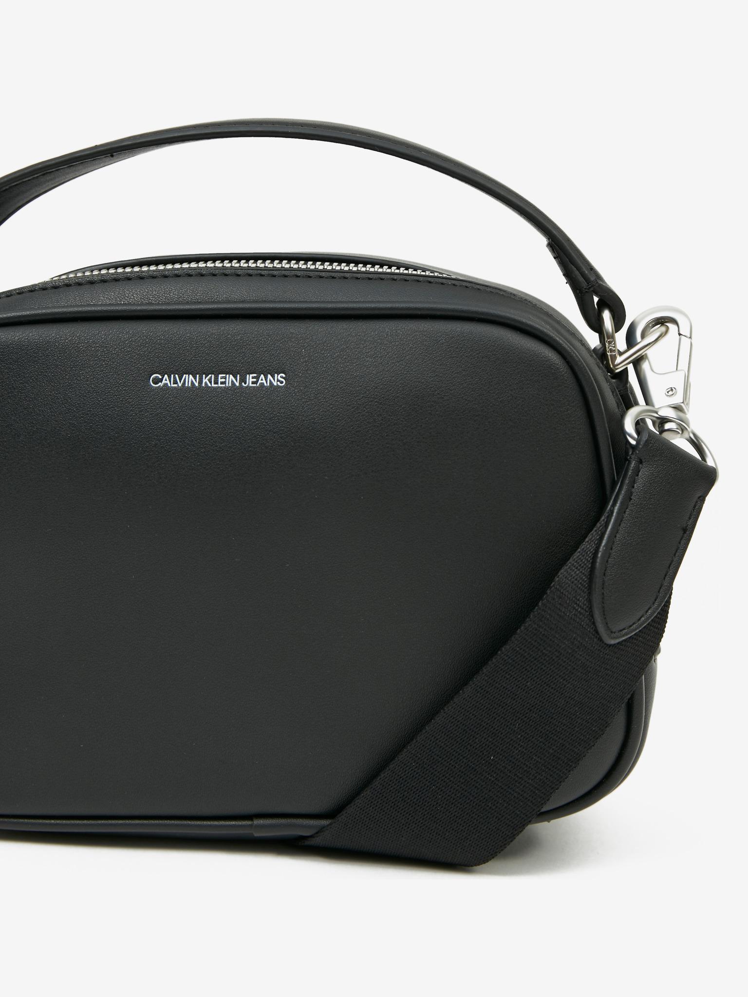 Calvin Klein črna crossbody torbica